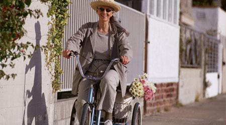 promenade avec un tricycle électrique adulte